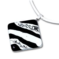 Rhombus glass pendant, black and white LENORE P1708